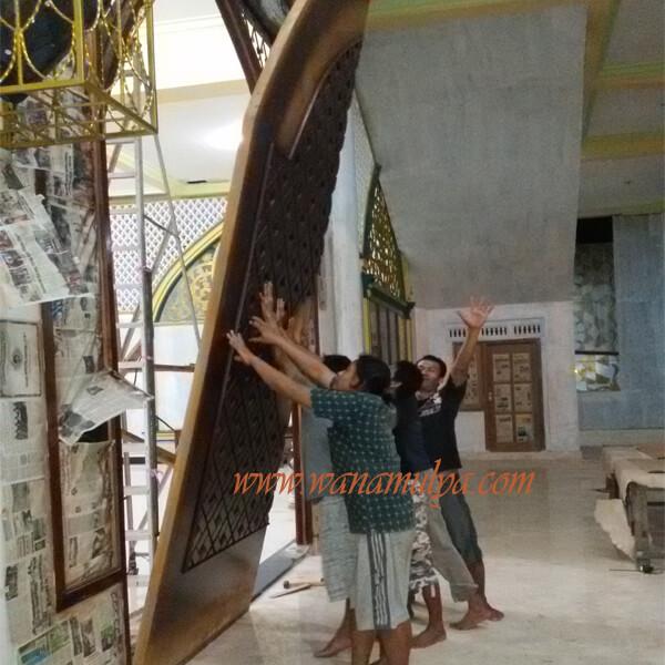 Assembling progress mosque wooden doors 2