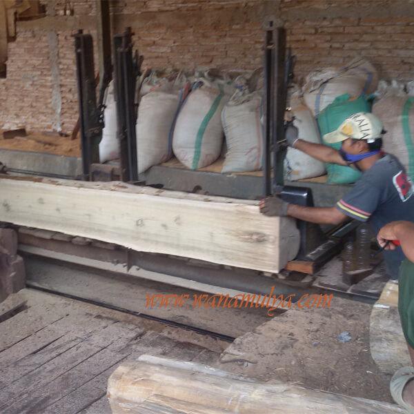 Mosque wooden doors sawing teak logs